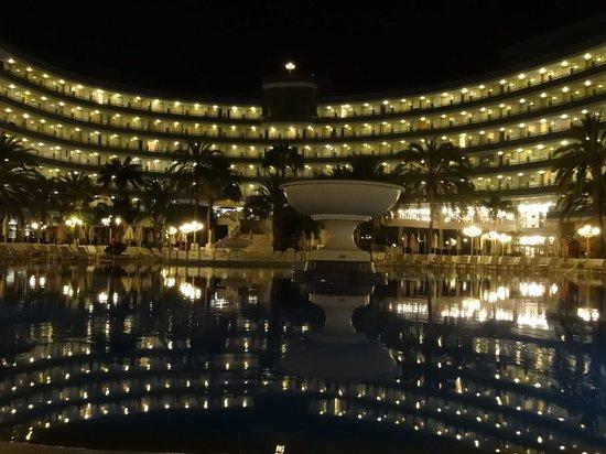 """Mediterranean Palace Hotel : Ночной вид на отель """"изнутри""""."""