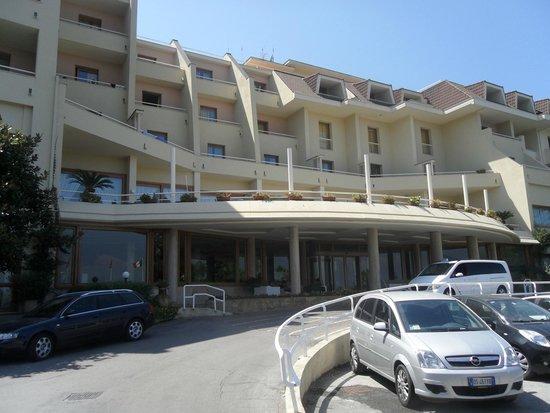 Grand Hotel Vesuvio: Front of hotel
