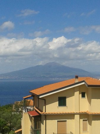 Grand Hotel Vesuvio : View of Vesuvius from balcony