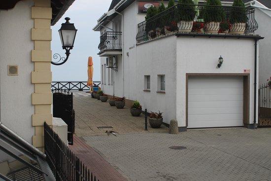 Meduza Hotel Restauracja: jedyny plus hotelu...wycinek morza widziany z okna