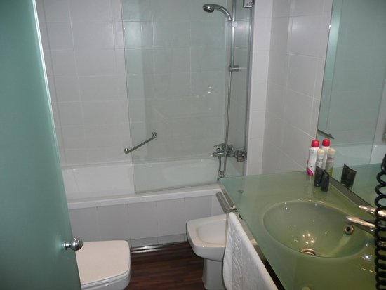 AC Hotel La Linea: Bathroom