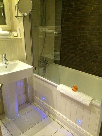 Velvet Hotel: Bathroom