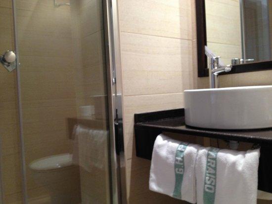 Hotel Paraiso: Baños renovados y muy limpio
