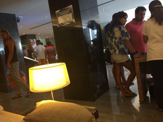 Muthu Clube Praia da Oura: Check in mayhem