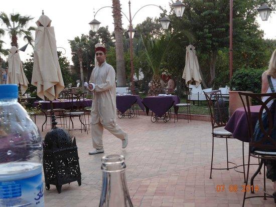 Hotel Dar Zitoune: Serveur