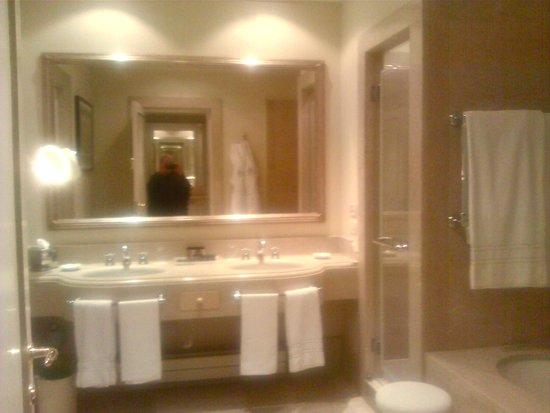 San Clemente Palace Kempinski: our bathroom