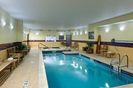 Hampton Inn Philadelphia Center City - Convention Center: Heated Pool