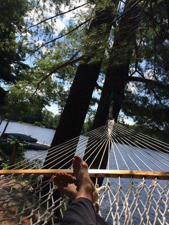 Follansbee Inn: Reading by the lake