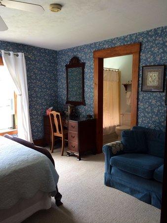 Follansbee Inn: A room
