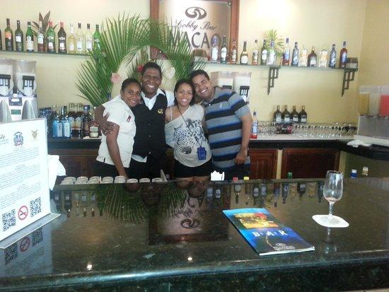 Grand Palladium Punta Cana Resort & Spa: Geraldo con nosotros en bar Macao
