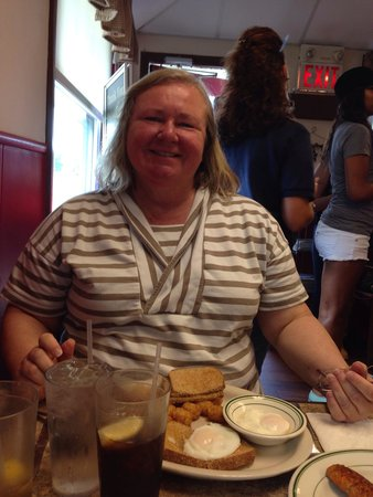 Clary's Country Corner Restaurant: Enjoying breakfast