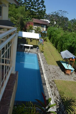The Cibulan Suites Hotel: Pool view from 2nd level.