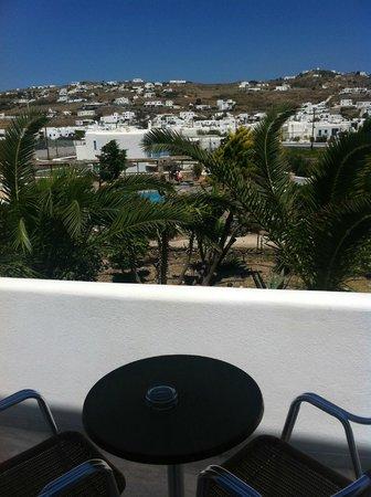 Yiannaki Hotel: Vista della piscina dal balcone