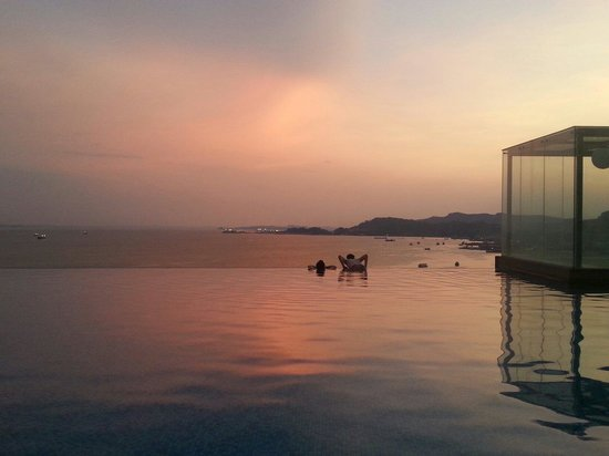Four Points by Sheraton Sandakan : swimming pool