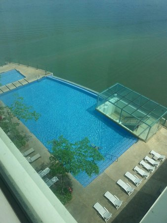 Four Points by Sheraton Sandakan : the swimming pool