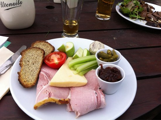 The Lamb Inn: Best ploughman's lunch in the Cotswolds!