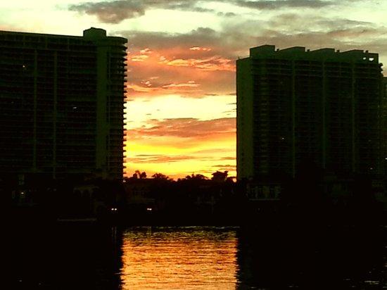 Coastal Yacht Tours: beautiful sunset