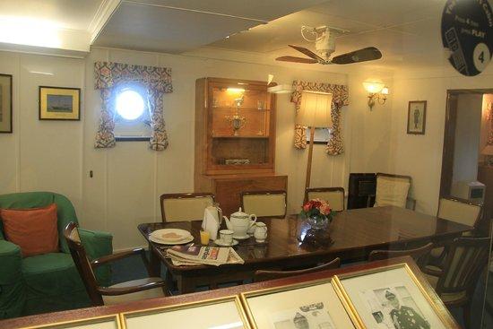 Britannia (navire) : The Queen morning room