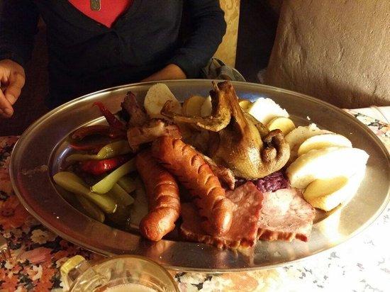 U Maltezskych Rytiru: Piatto tipico (600gr di carne)