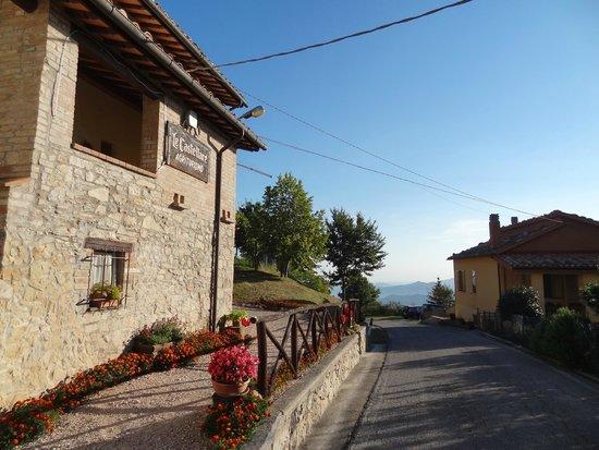 Agriturismo Le Castellare: Veduta del casolare