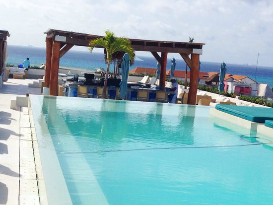 The Palm at Playa: Pool bar