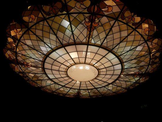 Rixwell Elefant Hotel: Плафон центральногшо холла