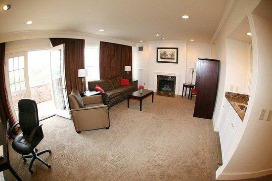 Hampton Inn & Suites Stamford: King Executive Suite