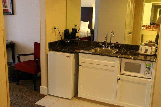 Hampton Inn & Suites Stamford : Wet Bar