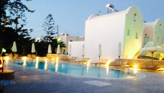 Aegean Plaza Hotel: the quiet pool a few steps away