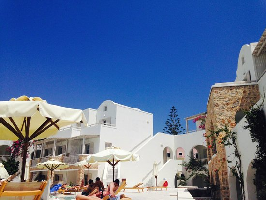 Aegean Plaza Hotel: view from pool