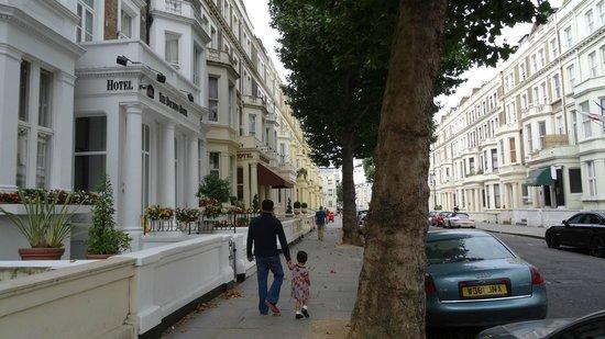 Best Western Boltons Hotel London Kensington : Street view of hotel entrance