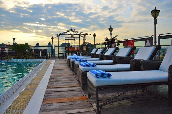 Ramada Jaipur: Rooftop Pool area