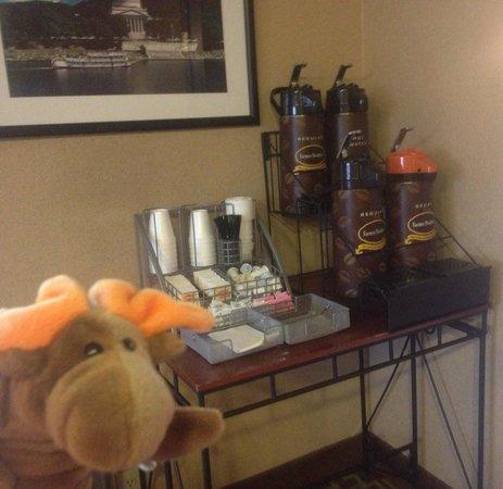 Super 8 by Wyndham Dunbar/Charleston Area: Coffee corner
