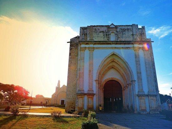 Uman, Mexique : Majestuosa Parroquia San Francisco de Asís