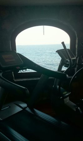 Santa Caterina Hotel: Gym with a view and the latest equipment