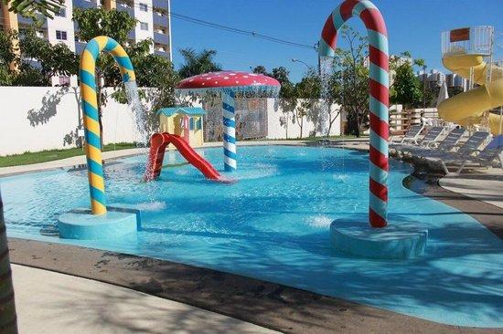 Piscina infantil foto de best western suites le jardin for Piscina infantil