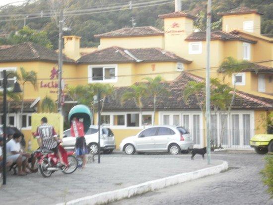 La Chimere: Linda posada frente Plaza Dos Ossos