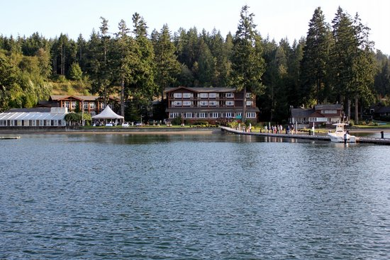 Alderbrook Resort & Spa : View of Alderbrook from the Dock