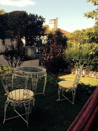 Estoril Beach House: Garden
