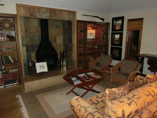 MalaMala Main Camp: Sable Boma Lounge
