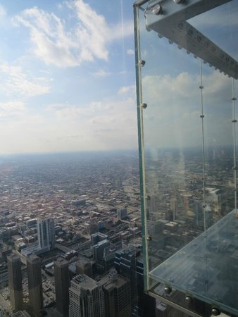 Skydeck Chicago - Willis Tower : The Ledge!