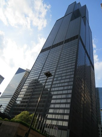 Skydeck Chicago - Willis Tower : Willis Tower from street level!