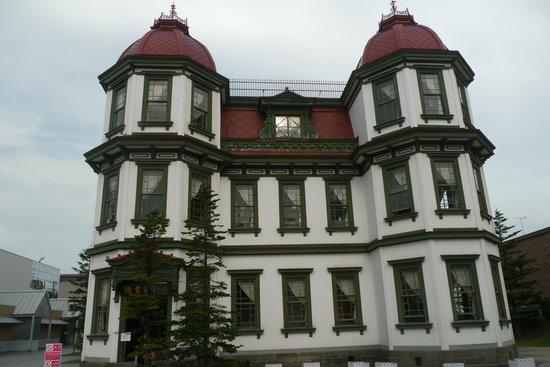 Former Hirosaki City Library: 官庁街の近くにあります