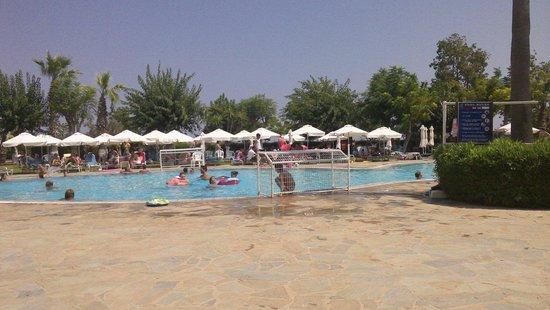 Artemis Hotel Apartments: Pool