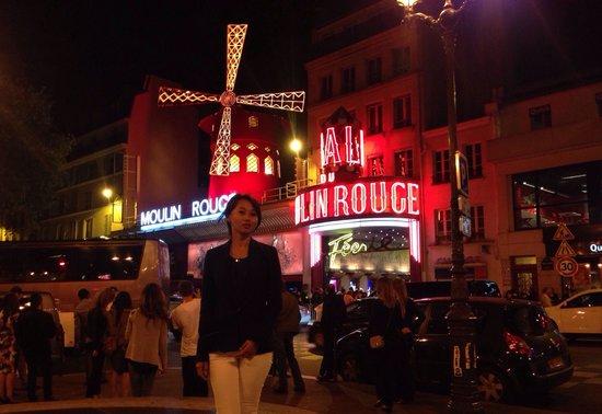 Moulin Rouge: Стояли в огромнейшей очереди;)