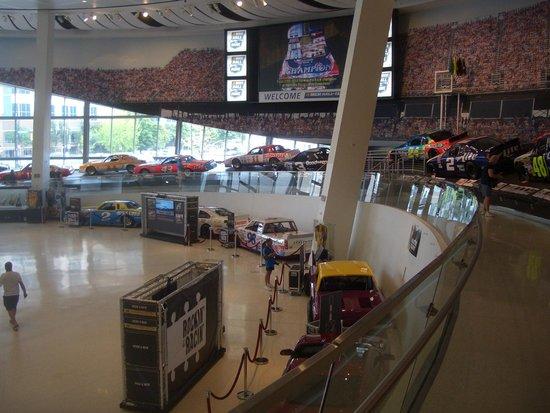 NASCAR Hall of Fame : レース場の傾斜を体感できます