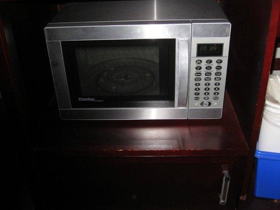 Super 8 Downtown Toronto: Microwave