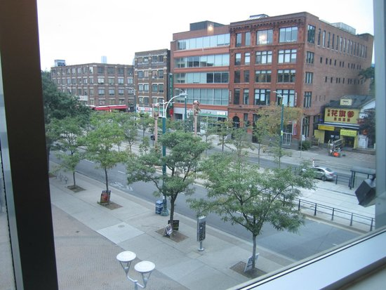 Super 8 Downtown Toronto: View from lobby window
