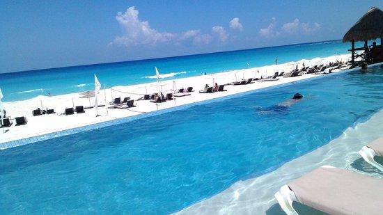 Sun Palace : piscina e mar