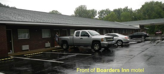 Boarders Inn and Suites Ashland City, TN: Motel front view